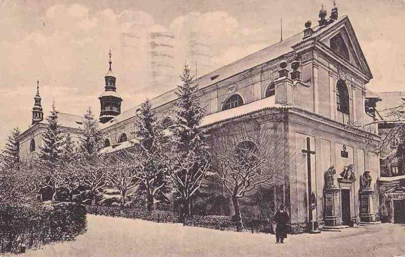 Historická fotografie celého kostela z doby před rokem 1945